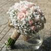 Hoa cầm tay cô dâu Môi Hồng
