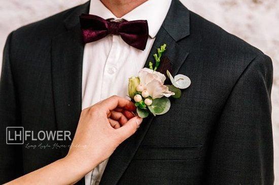 hoa cài áo vest chú rể