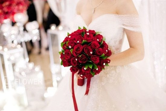 Ý nghĩa bó hoa hồng cầm tay trong ngày cưới