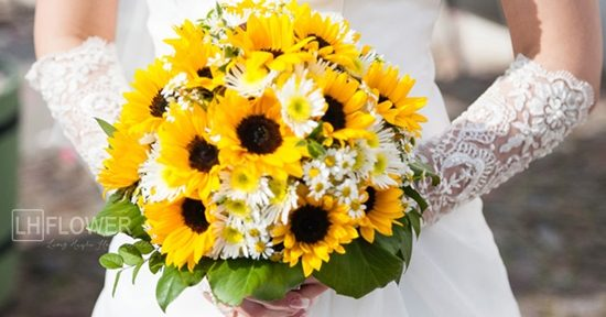 Bó hoa hướng dương cầm tay cô dâu       Hoa-co-dau-huong-duong-1-550x288